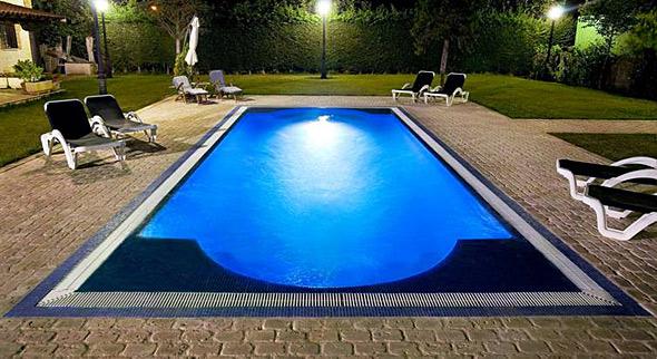 C mo mantener limpia la piscina limpieza de alfombras y for Limpiador fondo piscina