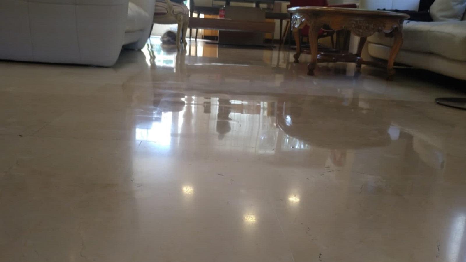 Mantenimiento de suelos de mármol en negocios y viviendas