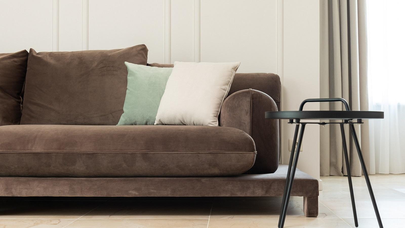 limpiar sofás de tela y sofás de cuero